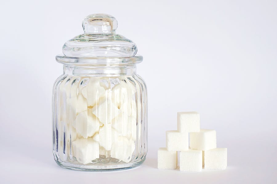 du sucre raffiné à fort indice glycémique